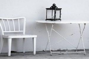 कुर्सी पर कविता