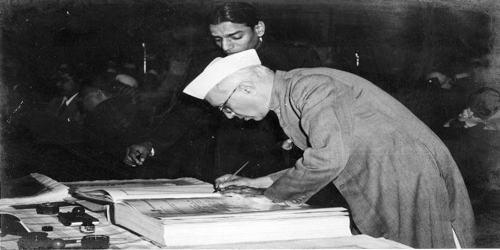 संविधान दिवस पर कविता
